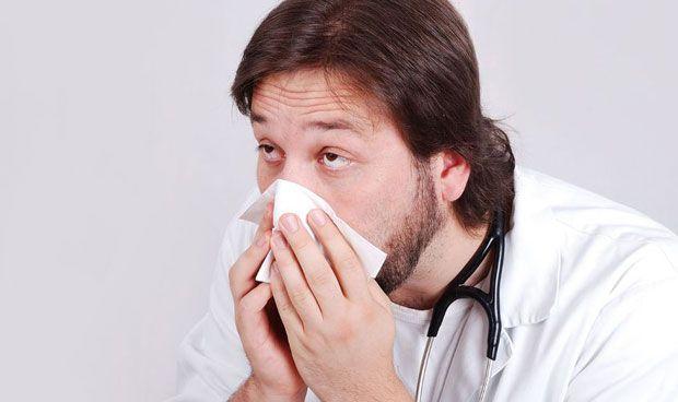 Cuatro de cada 10 sanitarios sigue trabajando a pesar de tener la gripe