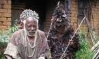 """Curanderos africanos que """"roban el trabajo a nuestros médicos homeópatas"""""""