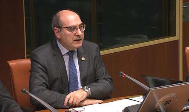 Darp�n anuncia en el Parlamento que paraliza 4 OPE m�s por filtraciones