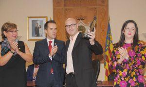 David Iborra, cirujano de Alzira, recibe la 'Distinció d'Honor 9 d'Octubre'