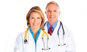 Demuestran que, en parejas de médicos, la mujer es quien cría a los hijos