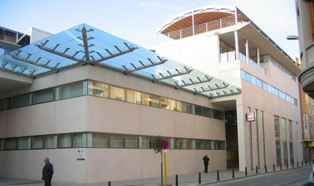 Denuncian que médicos de Alzira hacen más guardias de las legales