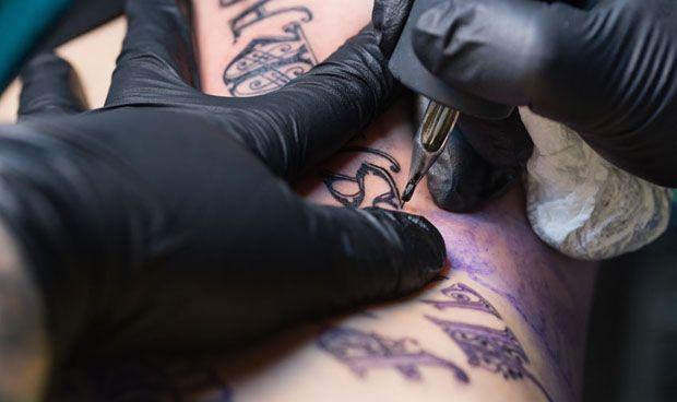 Dermatología descarta que la tinta de los tatuajes provoque cáncer de piel
