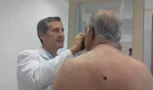 Dermatología pide precaución con el uso de algunos cosméticos ante el sol