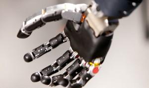 Desarrollan un brazo robótico que detecta señales de los nervios espinales