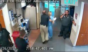 Detienen a una enfermera en EEUU por no entregar una muestra de sangre