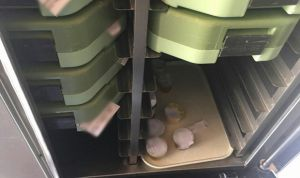 Detienen un furgón que transportaba comida entre hospitales en mal estado