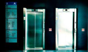 Diez fallecidos tras descolgarse el ascensor de un hospital