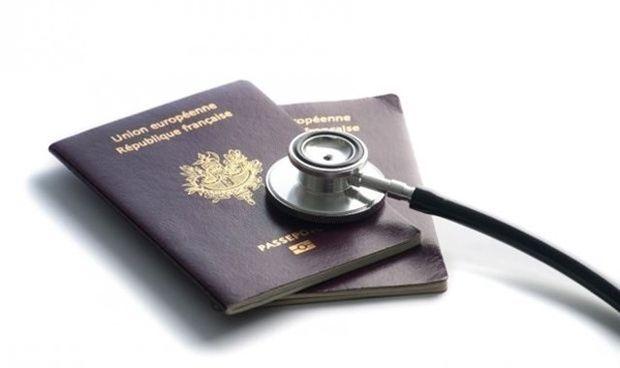 Diez médicos al día piden certificados para ejercer fuera de España