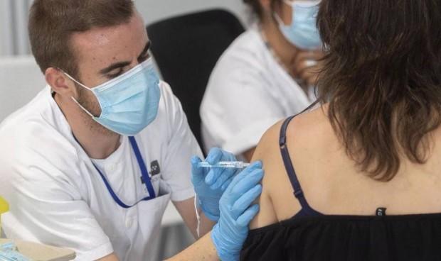 Diez veces más hospitalizaciones entre adolescentes sin vacuna que con ella