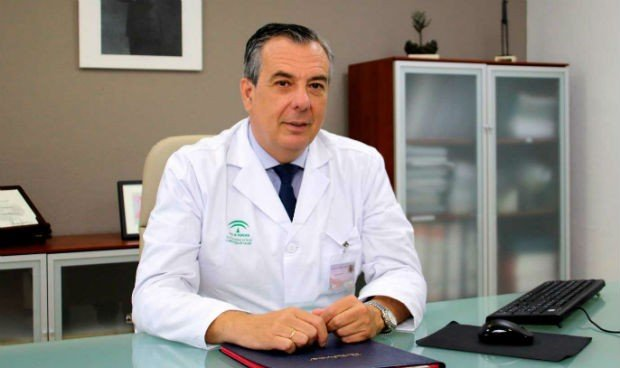 Dimite Francisco Merino López, gerente del Hospital Virgen Macarena