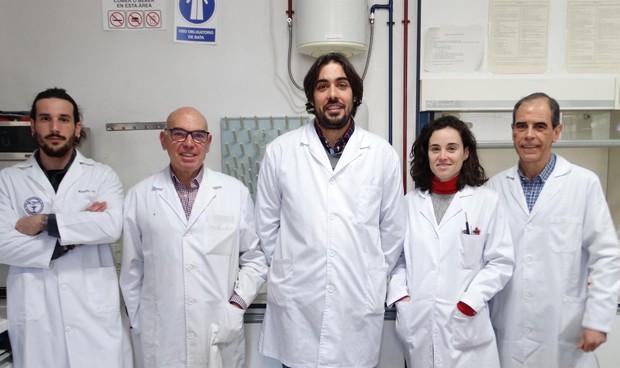 Diseñan un dispositivo español para hacer análisis de orina con smartphones