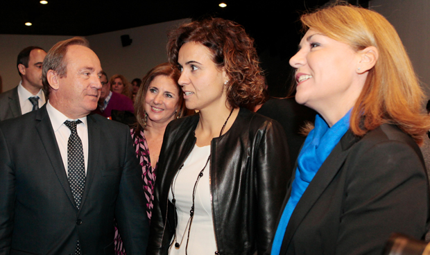 Dolors Montserrat, bien arropada en su debut ministerial