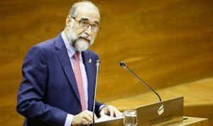 Domínguez echa balones fuera ante la falta de médicos en Navarra