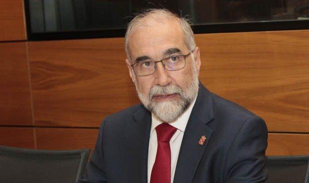 """Domínguez se abre al """"diálogo"""" tras la desconvocatoria de la huelga médica"""