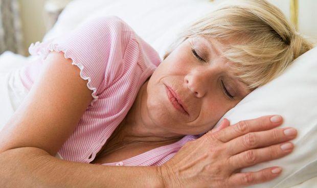 Dormir más de ocho horas es perjudicial para las mujeres con cáncer de mama