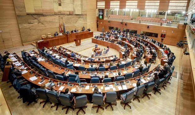 Dos anécdotas sanitarias para el debut parlamentario de Díaz Ayuso