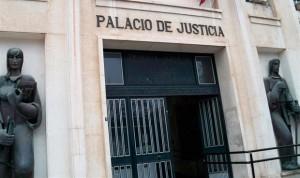 Dos años de cárcel a un médico español por abusar de tres pacientes