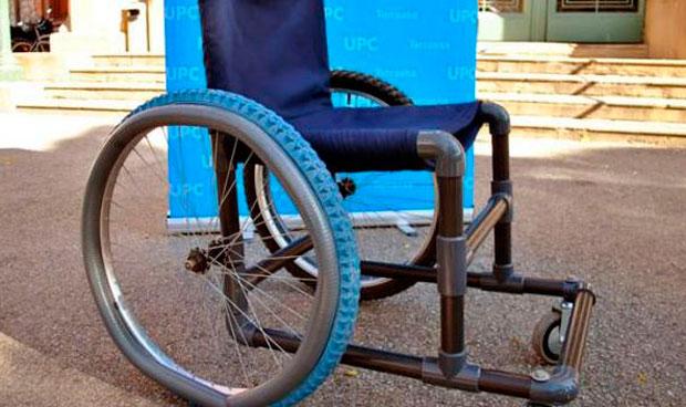 Dos estudiantes diseñan una silla de ruedas 'low cost' para países pobres