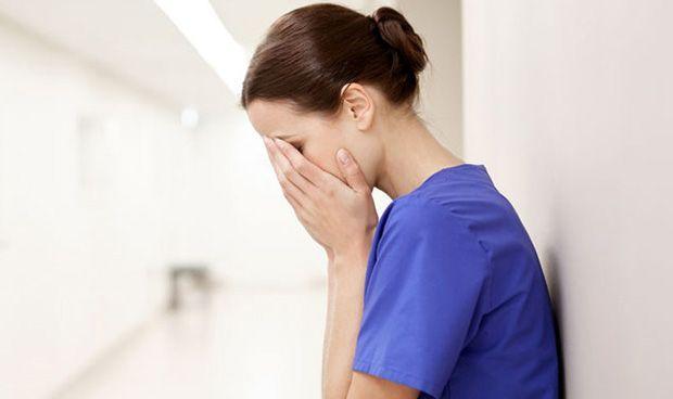Dos sanitarias, agredidas con puñetazos por la paciente que reanimaron