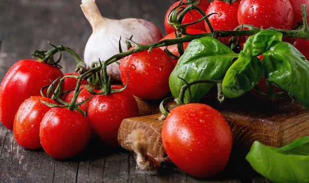 Dos tomates diarios ayudan a reparar el daño pulmonar en exfumadores