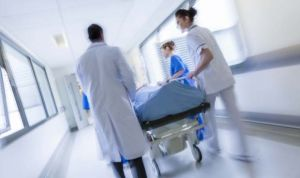 El 89% de los médicos de Urgencias actúa condicionado para evitar denuncias