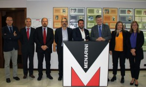 El alcalde de Badalona, Àlex Pastor, visita la sede de Menarini