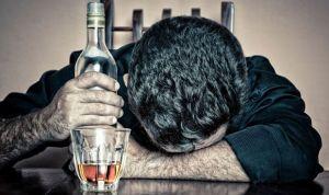 El alcoholismo está ligado a la demencia temprana