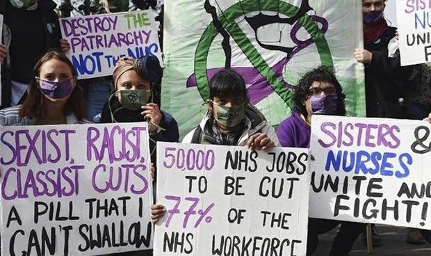 El Brexit provoca que 17.200 profesionales sanitarios abandonen Reino Unido