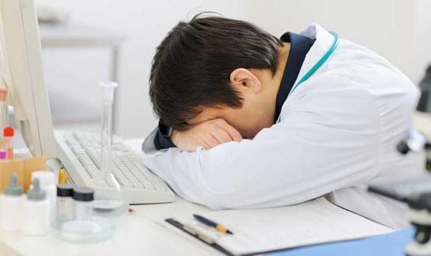 El 'burnout' cuesta a los sistemas sanitarios más de 6.500 euros por médico