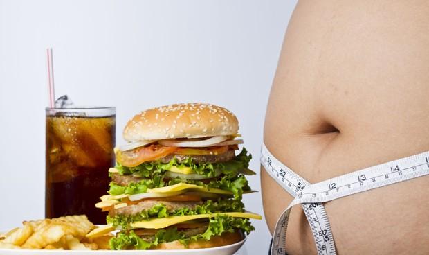 El cerebro del obeso se activa más por la comida que por el dinero
