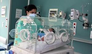 El Clínico promueve un menor uso de adhesivos en la piel de recién nacidos