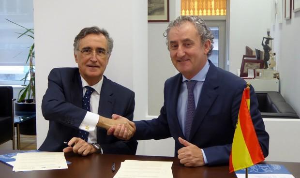El Colegio de Médicos e Igualatorio Cantabria crean un plan de formación