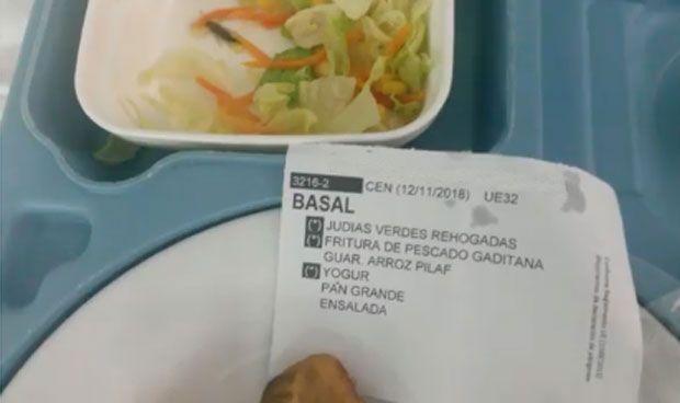 El colmo de una paciente en el hospital: encontrar un insecto en su comida