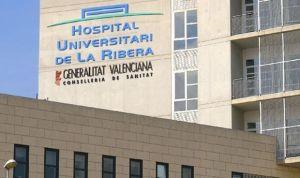 El comisionado del Hospital de la Ribera pide a Sanidad dejar el cargo