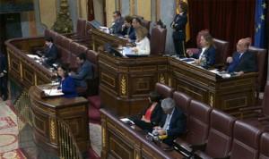 """El Congreso convalida la subida de sueldos en sanidad: """"Se dejan la piel"""""""