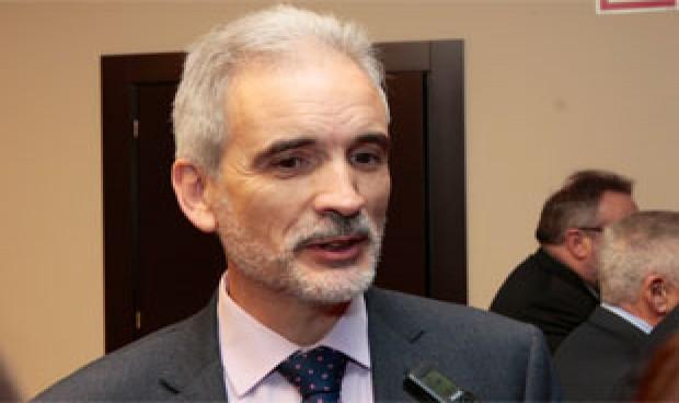 """El consejero de Salud niega compras de medicamentos con precios """"inflados"""""""