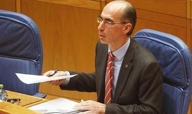 El consejero de Sanidad gallego abandona su acta en el Parlamento