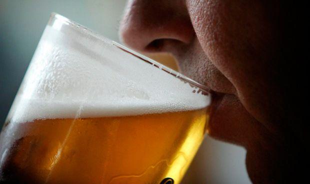 El consumo de alcohol es el mayor factor de riesgo de la demencia precoz