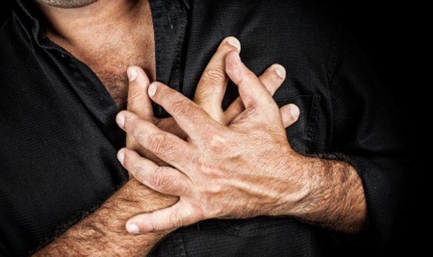 El corazón del hombre late de forma irregular antes que el de la mujer