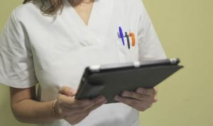 El coste medio por salario de un sanitario crece 300 euros en un trimestre
