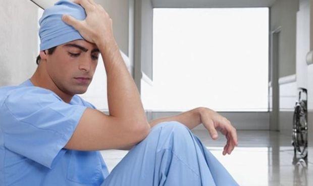 El efecto 'burn out' deja huella en el MIR: el 40% reconoce estar agotado