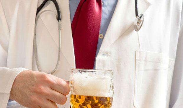 El 'efecto burnout' lleva a un tercio de los MIR a caer en el alcoholismo