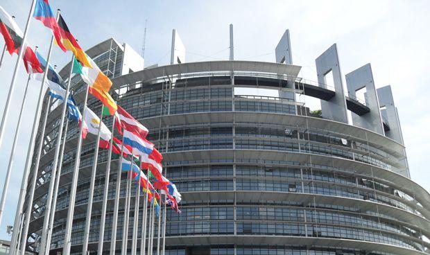 El Europarlamento aprueba la trazabilidad de implantes mamarios y prótesis