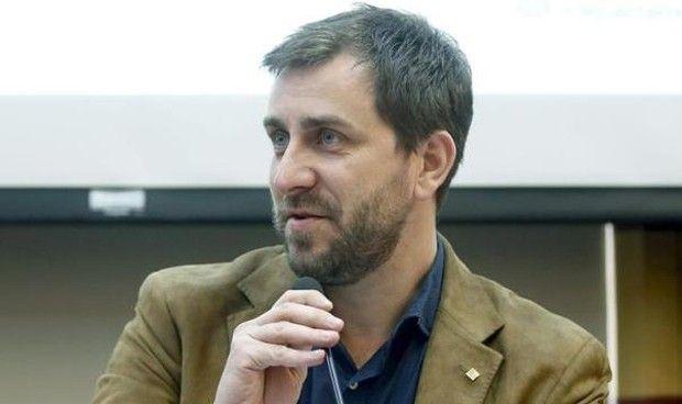 El exconsejero Antoni Comín se entrega a la Policía belga