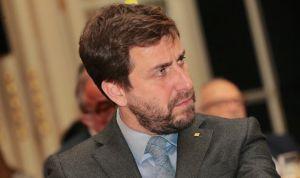 El exconsejero de Salud Comín está en Bruselas con la idea de pedir asilo