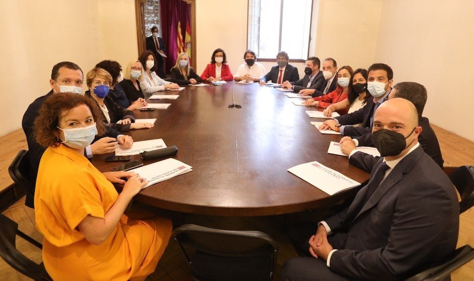 El Govern alternativo de Illa comienza a funcionar con su primer pacto