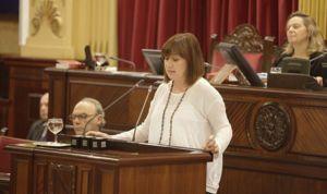 El Govern rectifica y valorará el catalán en médicos y enfermeros