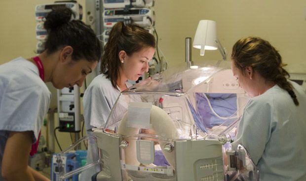 El Gregorio Marañón enseña a los padres a cuidar a grandes prematuros