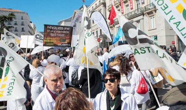 """El grito de los médicos en la calle: """"¿Qué queremos? ¡Tiempo y dignidad!"""""""